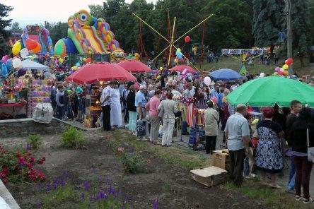 Среди зрителей праздничного концерта в Изюме на День города 10.06.2017 г.