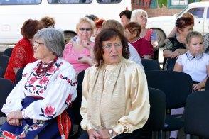 Бабкина Надежда Александровна (на фото в центре)