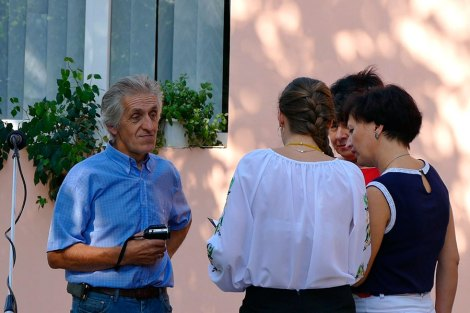 Николай Иванович Калюжный (справа: Ковалевская Елена Анатольевна, Петрова Надежда Петровна и Черкасова Анна Сергеевна)