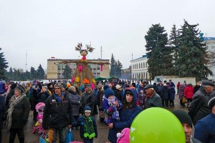 Изюм, Центральная площадь, празднование масленицы 17 февраля 2018 года