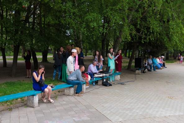 Праздничный концерт был организован вокальным ансамблем «Вокализ» под управлением Рипака Дмитрия Михайловича и патронатом Управления культуры Изюмского городского совета