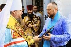 Наградил ктитора храма Владимира Владимировича Мацокина орденом Украинской Православной Церкви святого равноапостольного князя Владимира ІІ степени
