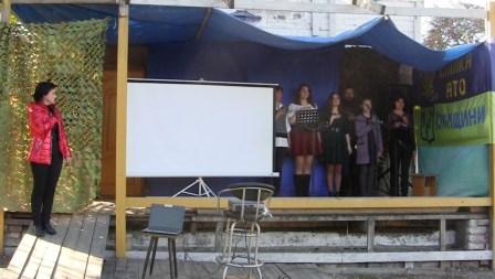 На сцене: Марина Сальникова, Екатерина Парцвания, Алина Ходырева, Михаил Неввесенко, Екатерина Федоряка, Алена Дегтярева