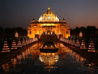 Night View of Akshardham Temple Ahmedabad