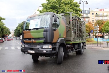 French Army Renault Kerax 270 dCi station THOT (TransHOrizon de Théâtre) of the 40e Régiment de Transmissions (40e RT), Place de la Nation, July 14, 2010.
