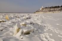 El río congelado en invierno - The river frozen during winter