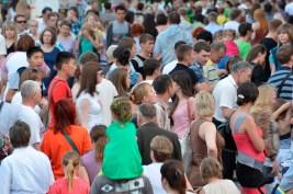 Multitud de Gente por las Calles - Lots of People in the Streets
