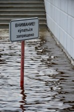 Escaleras Inundadas: Atención, Prohibido Bañarse - Flooded Stairs: Attention, Bathing Forbidden