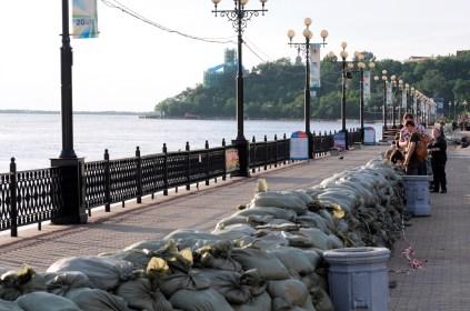 El bulevar lleno de sacos de arena - The boulevard full of sand bags