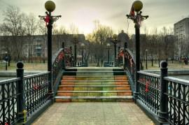 """El puente es un sitio típico para los """"candados del amor"""" - The bridge is a typical place for the """"love locks"""""""