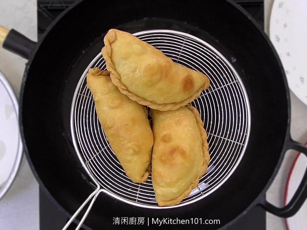 马铃薯鸡肉咖喱角