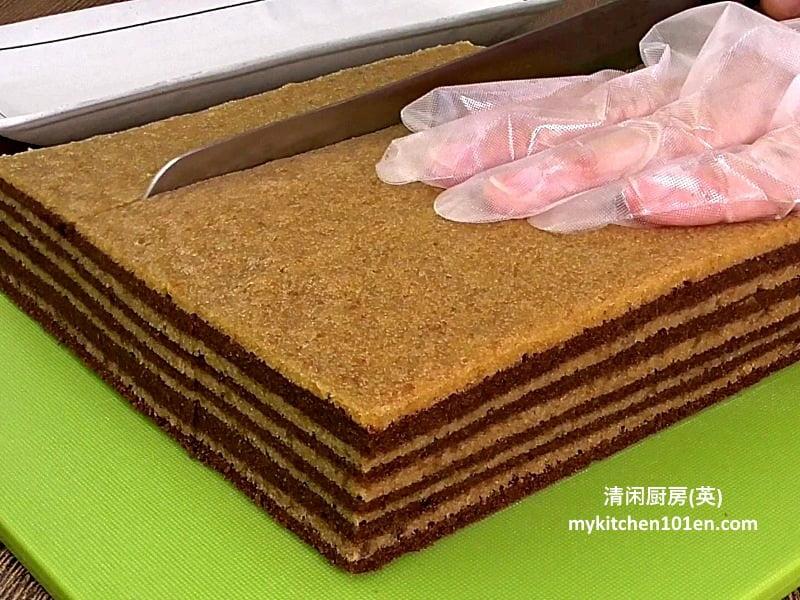 Layered cake made with cream cracker