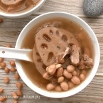 Lotus Root Peanut Pork Rib Soup – Super Easy Soup Recipe (莲藕排骨花生汤)