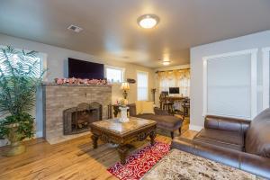 1106 Park Ave Bremerton WA-Living Room