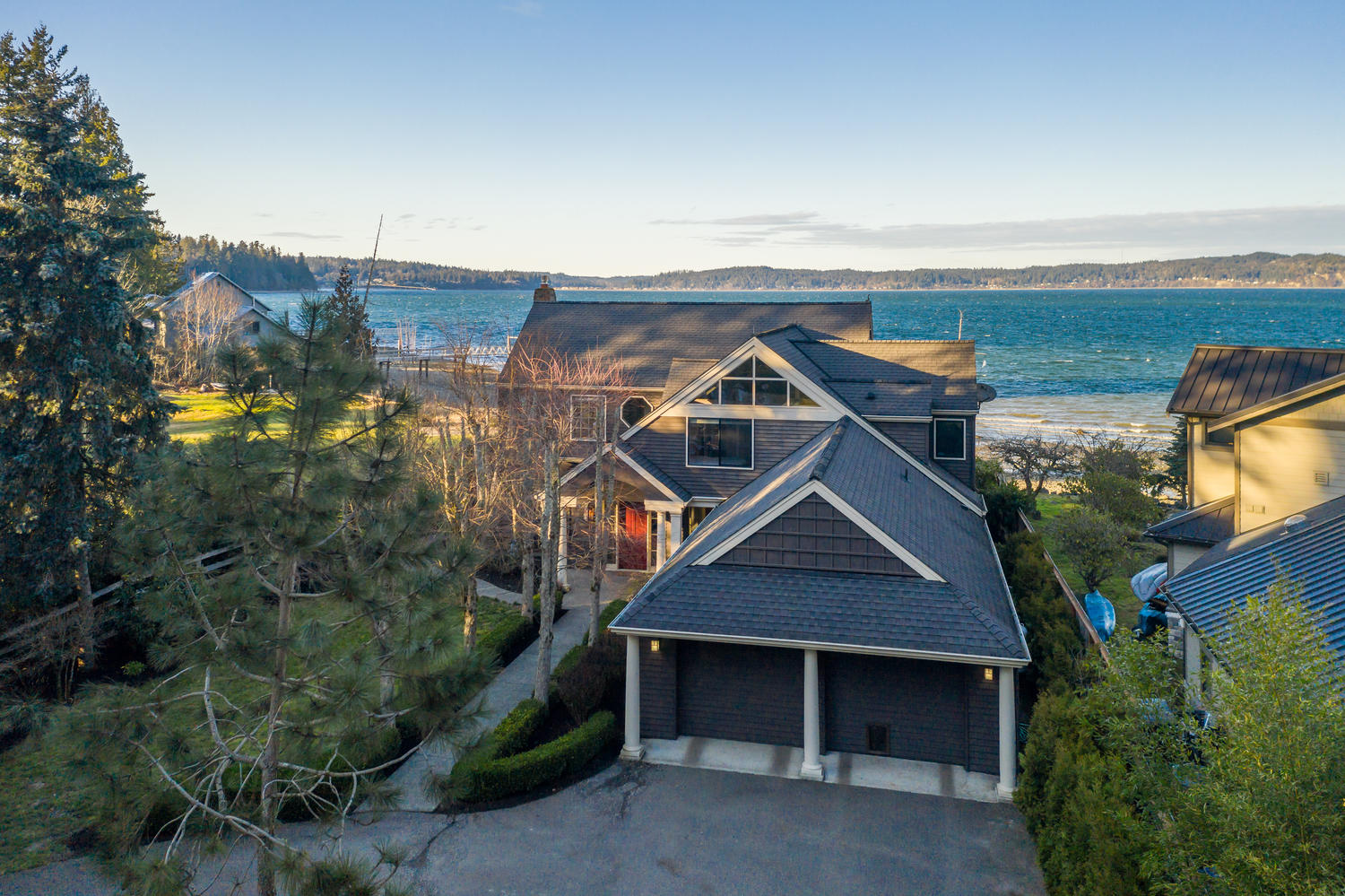 Exceptional W  Port Madison Low-Bank Waterfront   Real