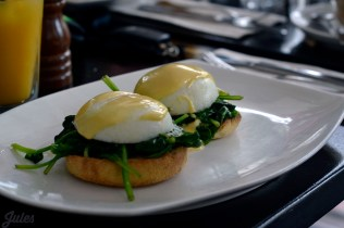 Eggs Benedict with smoked salmon & spinach