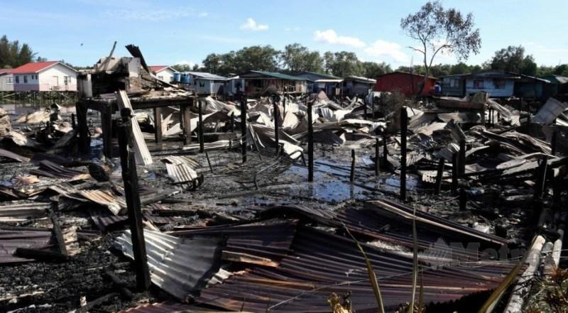 Tujuh rumah kedai musnah terbakar