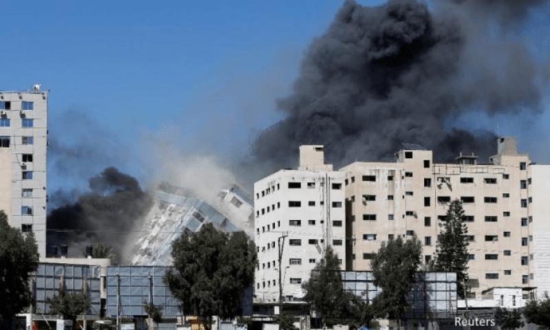 Pejabat Al-Jazeera dan AP di Gaza runtuh dibedil Israel