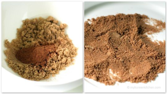 Mixing sugar & cinamon ground