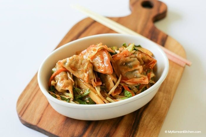 Sweet and Spicy Korean Dumpling Salad. It's a perfect appetiser! | MyKoreanKitchen.com