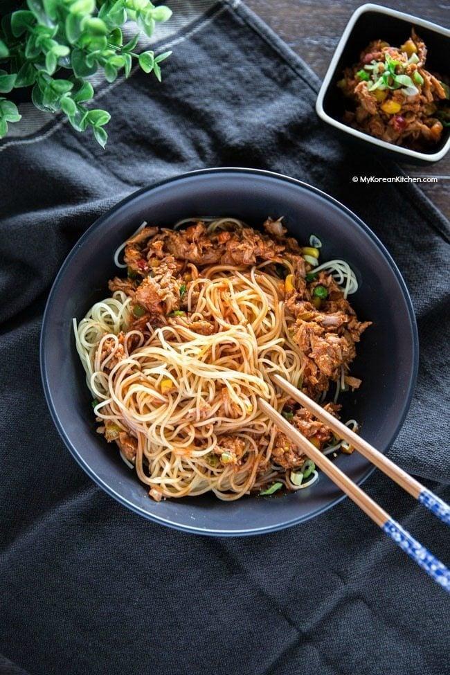 Spicy tuna pasta made with multipurpose Korean spicy tuna | MyKoreanKitchen.com