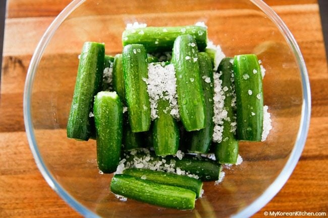 Pickling cucumbers with salt
