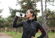 4 reasons why not to drink water while standing