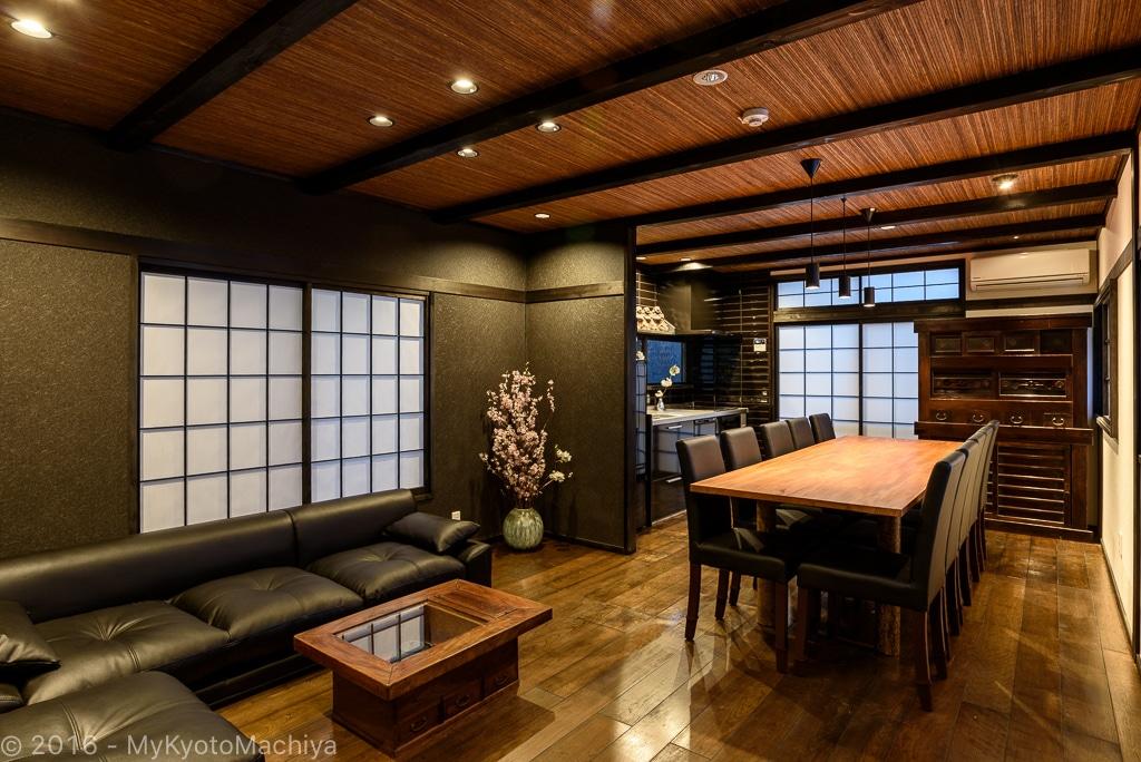 "Toji Machiya, Samurai Kevin stays in the ""Tokonoma"" (the alcove) in the living room"