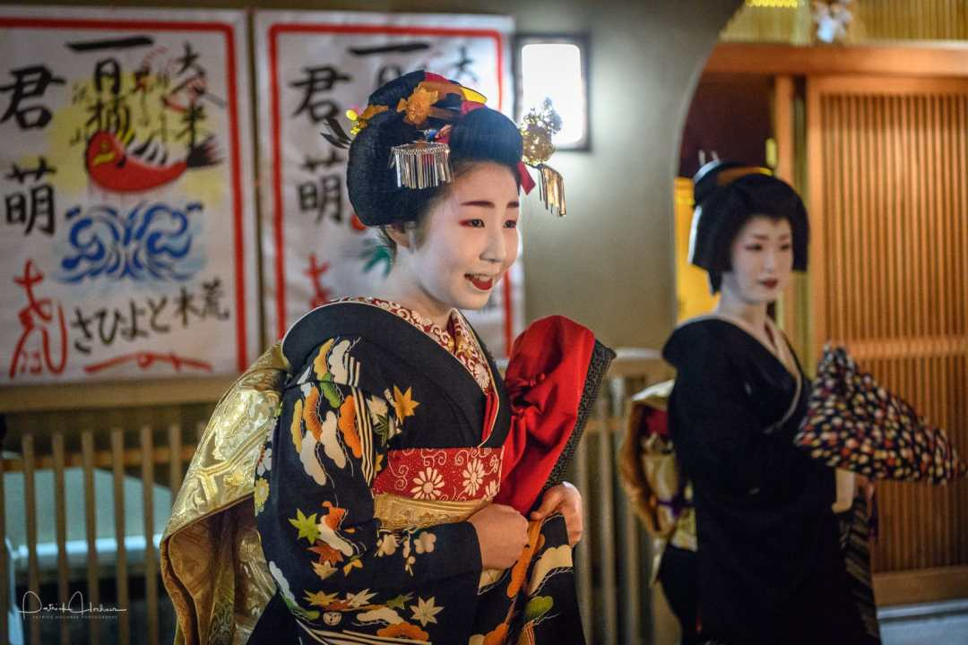 Maiko Kimimoe doing a round of places after her Misedashi, Miyagawa-Cho
