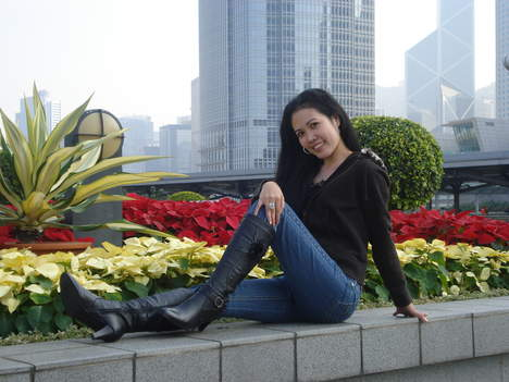 i'm simple woman looking for simple guy and simple life..........