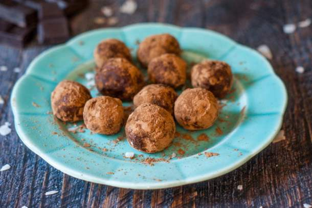 blue plate with low carb protein balls