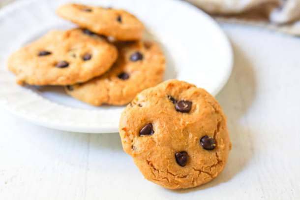 closeup of white plate with low carb peanut butter chocolate chip cookies
