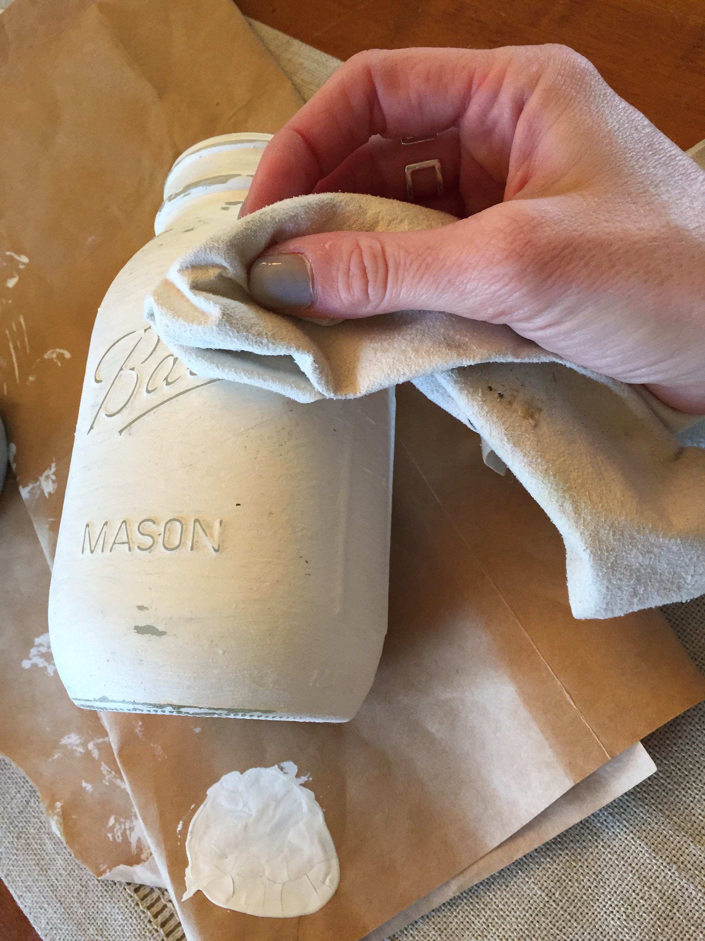 How to paint Mason jars with chalk paint by www.mylifefromhome.com