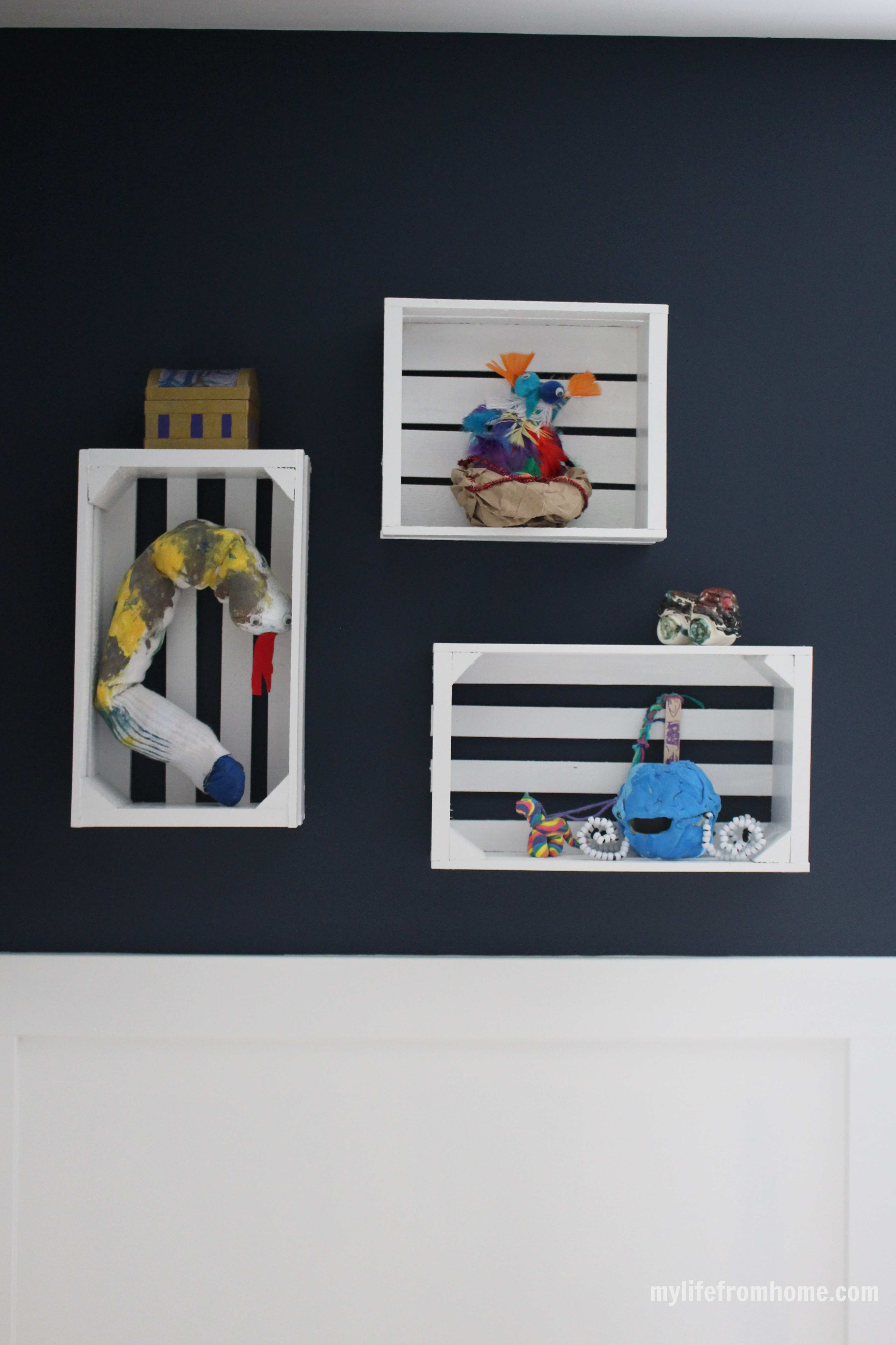 Hanging wall crates for displaying art by www.whitecottagehomeandliving.com