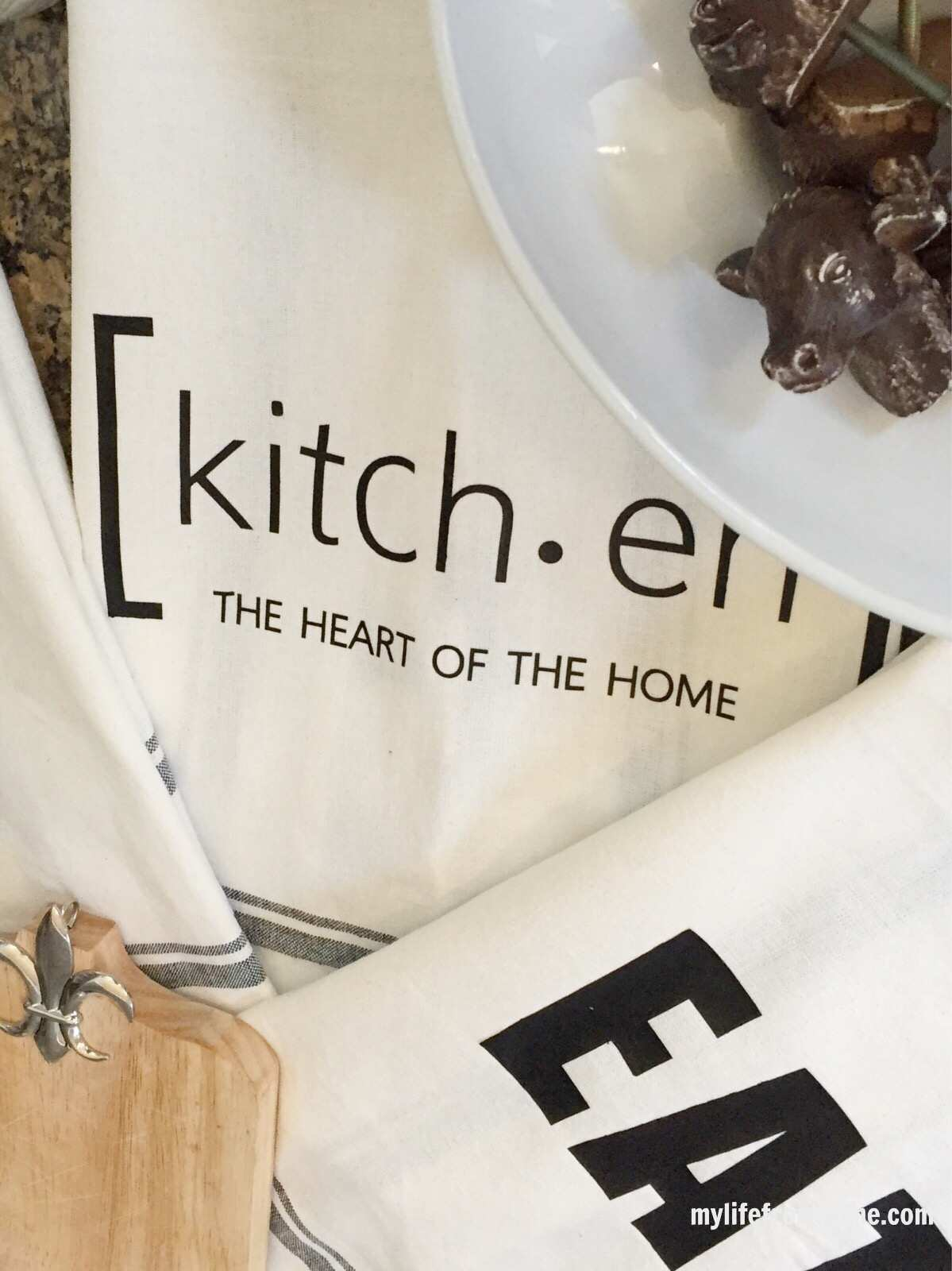 Vinyl Images on Kitchen Towels: Tutorial using a Silhouette Cameo by www.mylifefromhome.com