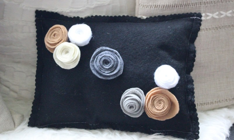 Felt Pillow With DIY Flowers