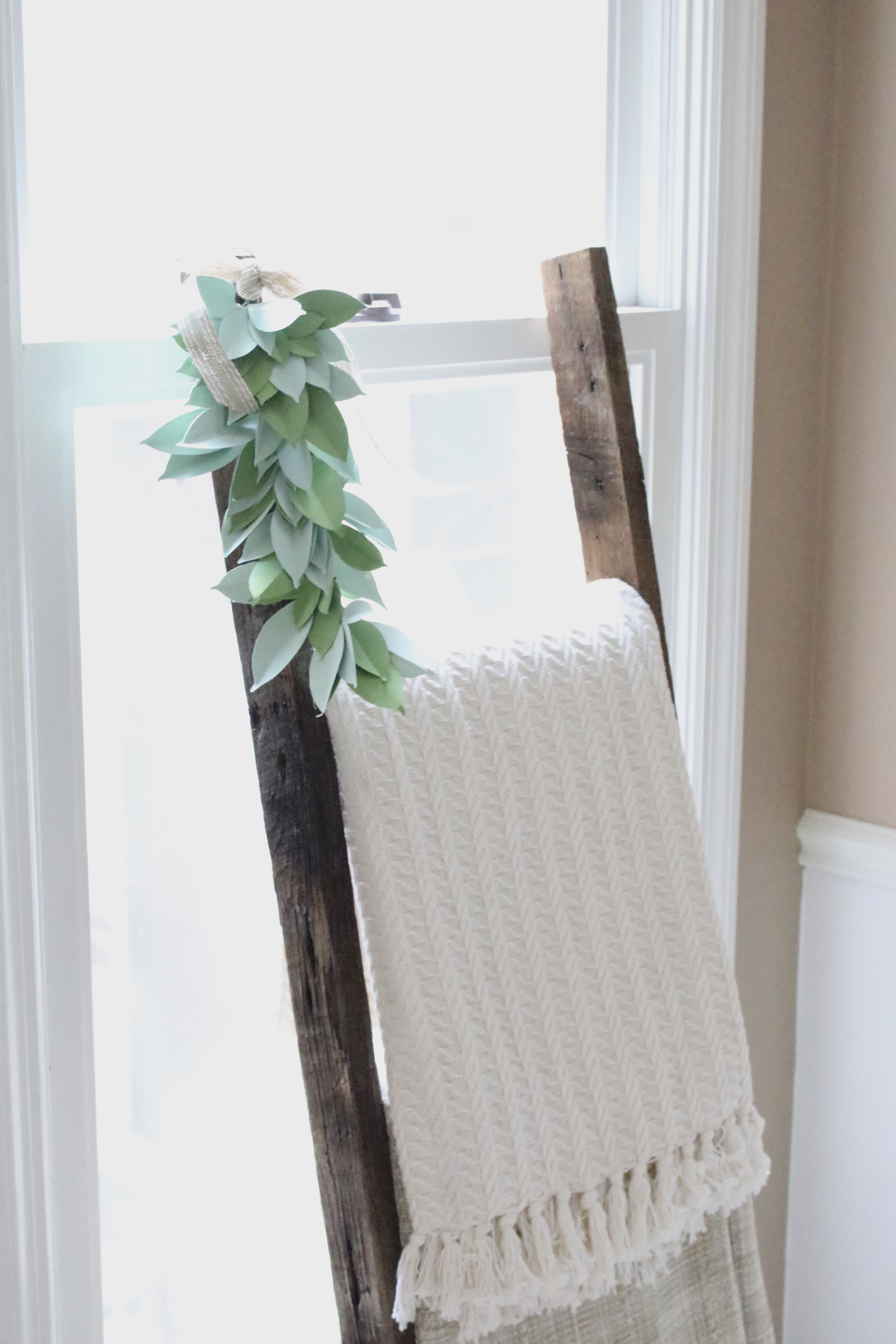 Farmhouse Paper Swag- Cricut Explore Air- paper crafts- DIY- die cut- paper leaves- swag- garland- leaves- farmhouse style- farmhouse- blanket- rustic ladder