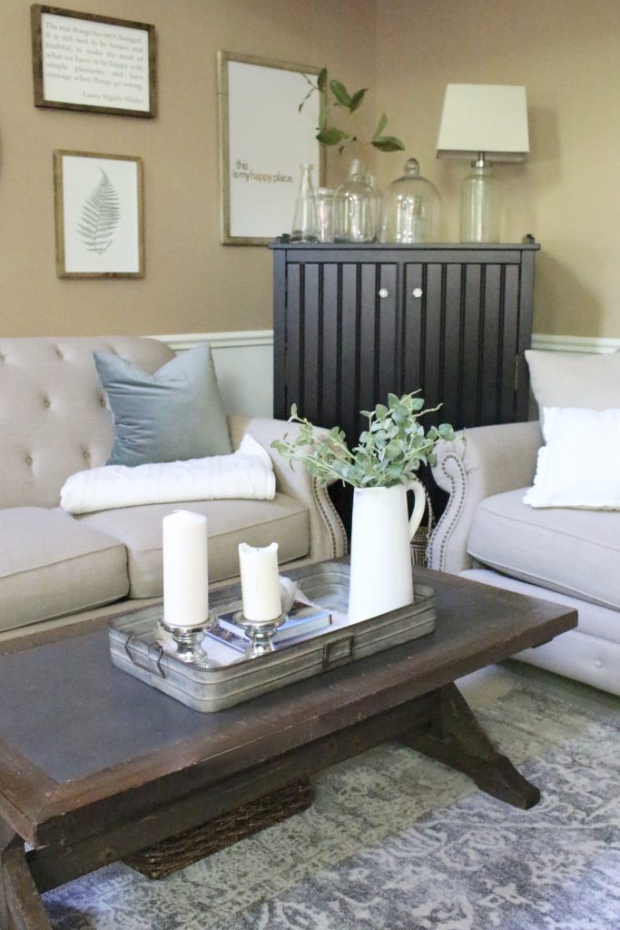 How to Style a Coffee Table- coffee table styling ideas- home decor- fall- seasonal coffee table- decor- home design- DIY- Do it Yourself Projects- tips on styling- coffee table- seasonal decor- pumpkins- charcoal rug