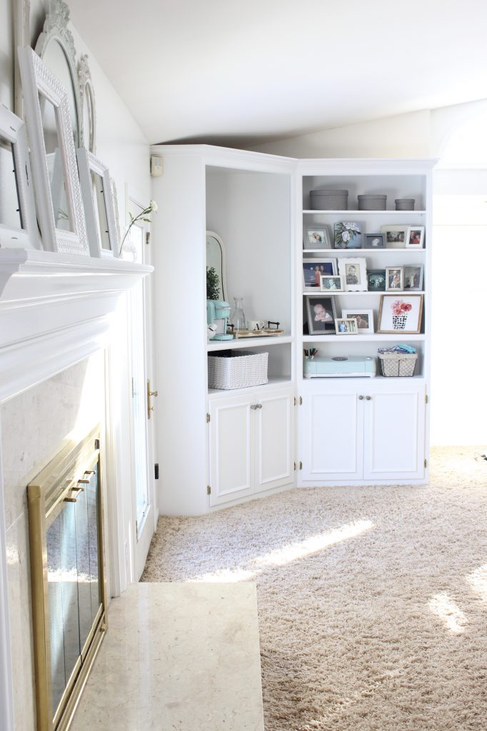 Merveilleux ... White Cottage Style Bedroom With Bookcases  Shabby Chic Style  Cottage  Style  Coffee Station