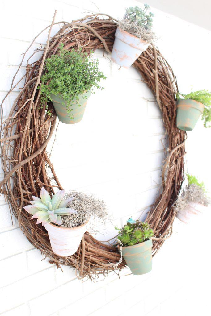 Outdoor succulent garden wreath- living wreath- grapevine wreath- hanging pots- succulents- outdoor- decor-garden- wreath with pots- outdoor wreath
