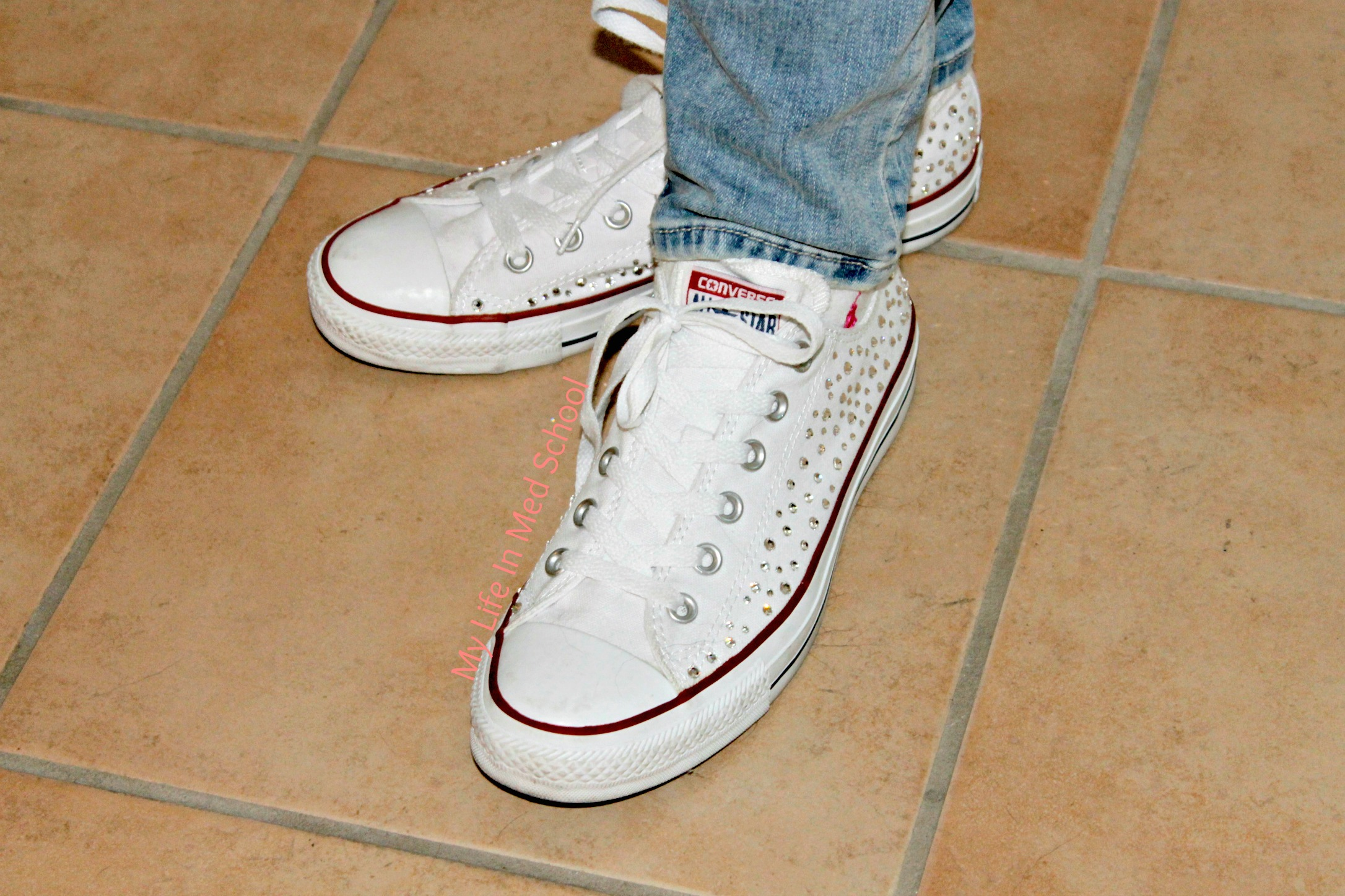 Sparkly White Classic low top converse