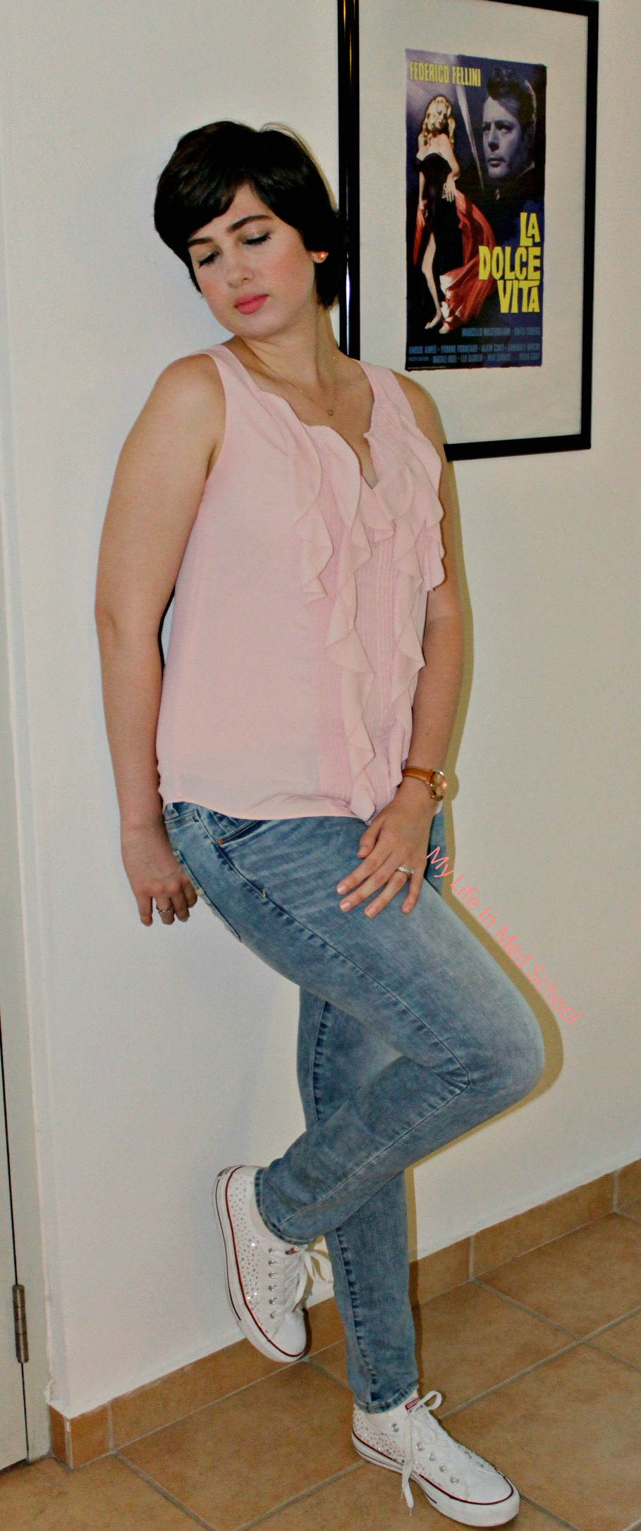 WHBM blouse, AEO Jeans, Converse