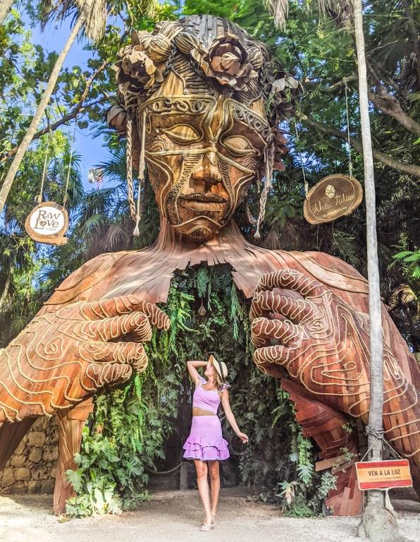 melhores fotos de estátua de árvore gigante de tulum