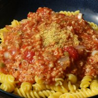 Simple Vegan Bolognese Pasta Sauce \\ Sauce Bolognese Végane
