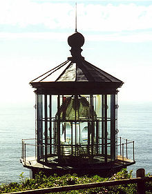 220px-Cape_Meares_Lighthouse_lens_-_Oregon