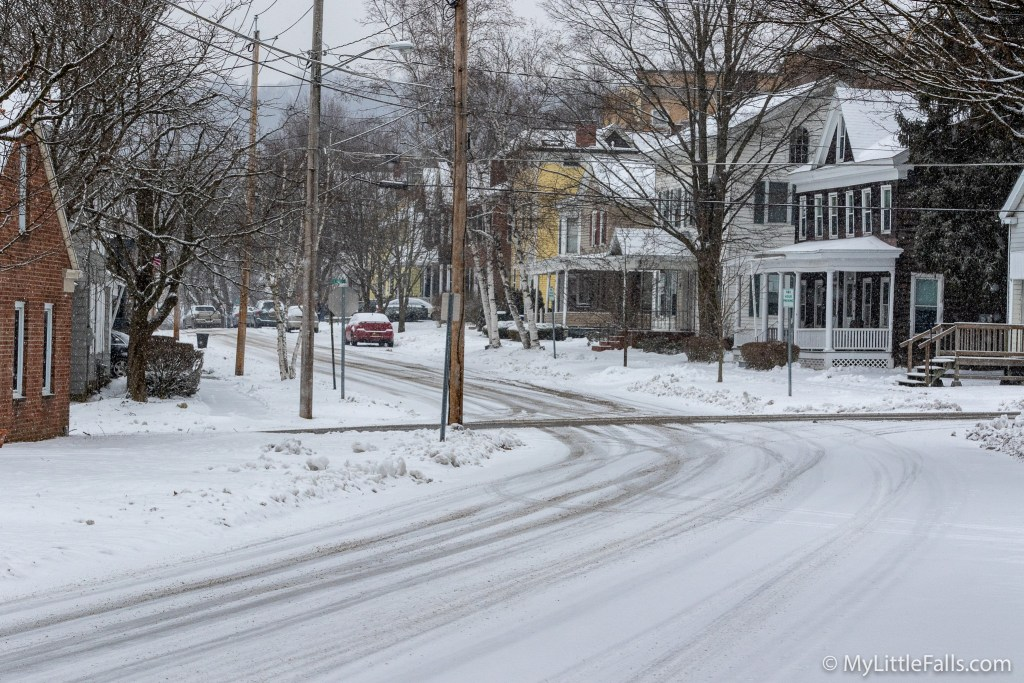 Photo by Dave Warner - The intersection of Garden and William St as the snow begins to accumulate and conditions become very slippery on the snow covered roads.