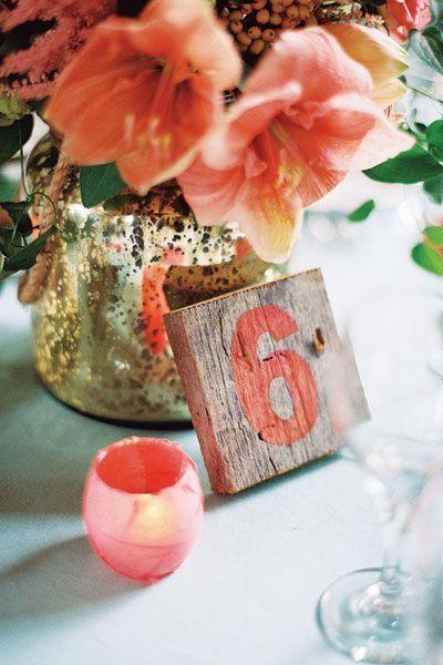 decoración de mesa de boda living coral pantone 2019