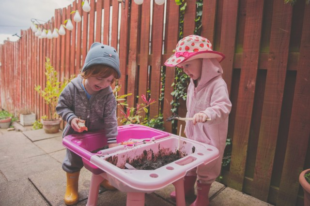 mud kitchen, kids crafts, outdoor play, unplugged, children, kids activities, uk mummy blogger,