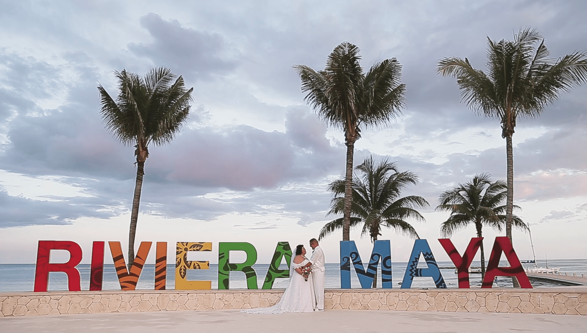 wedding-regina-and-mark wedding video Beautiful scenery, a beautiful beach, family and friends were with Regina and Mark the day of his wedding in the chapel of Barcelo Maya Colonial, excellent combination for this day so beautiful.