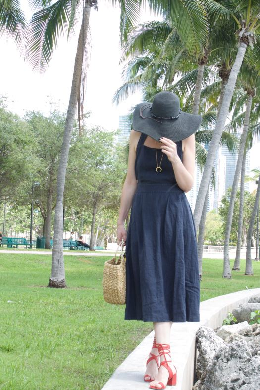 Alba Marina fashion blogger from Mylovelypeople blog is wearing a linen dress from Mango and red block heels from Freepeople.